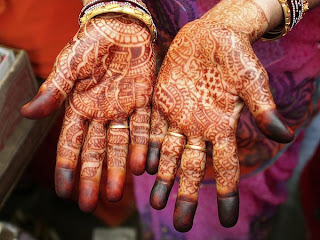 Awesome Photography Capture of the Henna hands of a Woman in Jaipur