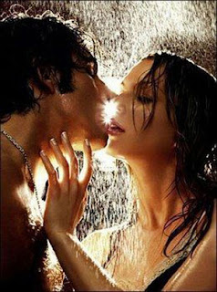 Hot Couple Kissing in the rain