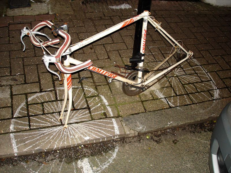 [腳踏車被偷輪胎後.jpg]