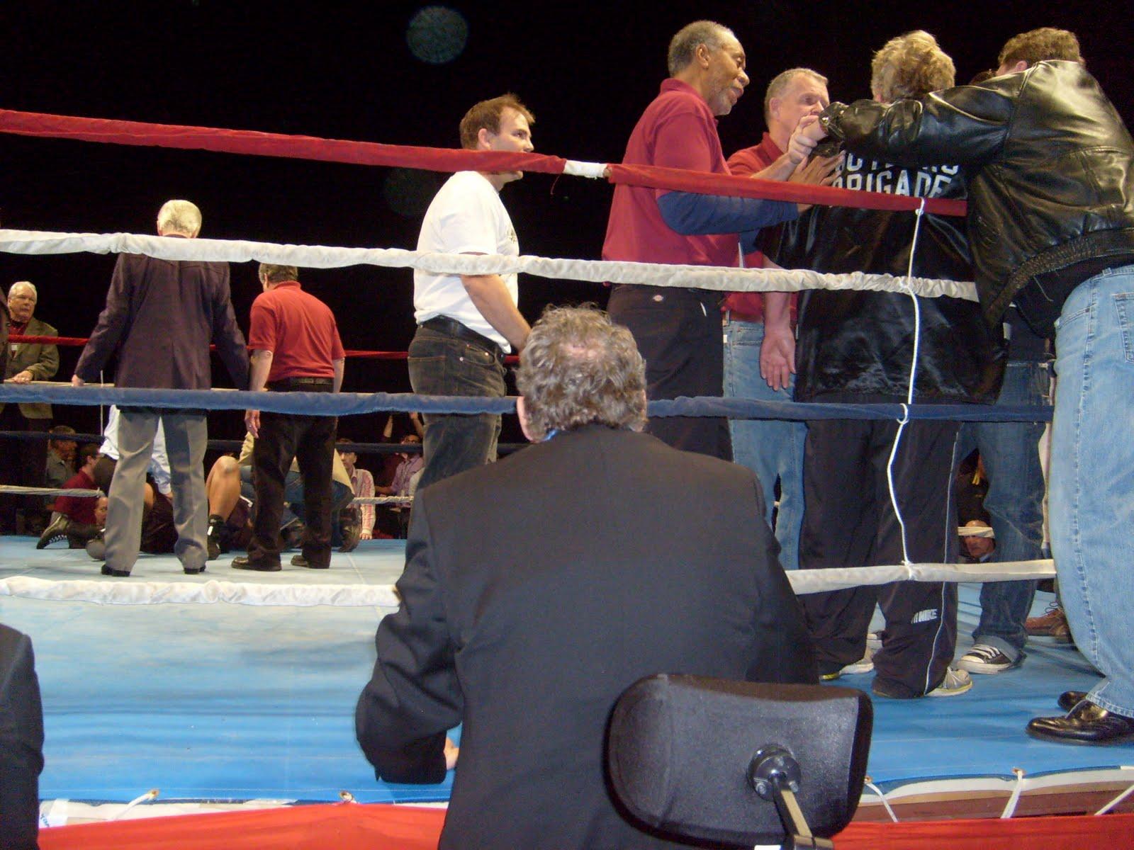 [Friday+Dec.+4,+2009+fights+at+Target+Center,+Abell-Butler+097.jpg]