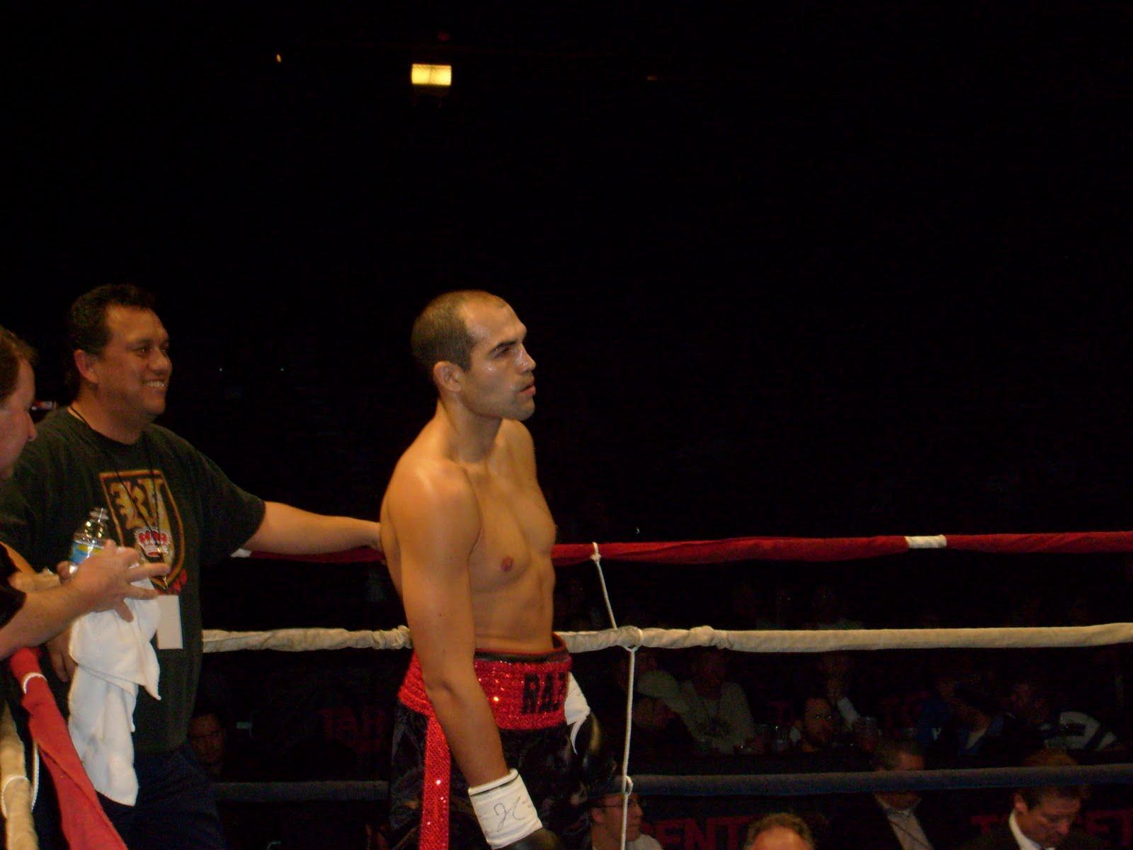 [Friday+Dec.+4,+2009+fights+at+Target+Center,+Abell-Butler+072.jpg]