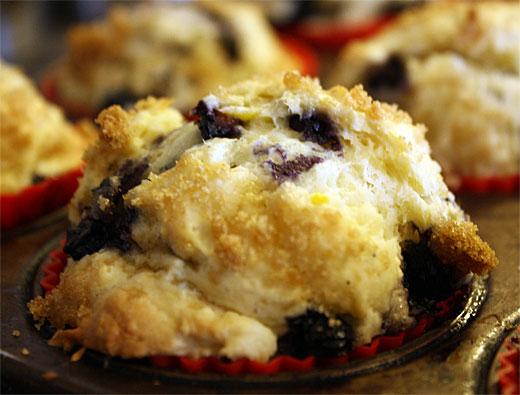 Steph's Kitchen: Lemon Blueberry Muffins