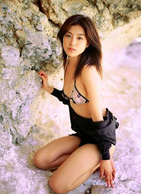 sexy busty and slim body japanese gravure idols ayumi kinoshita