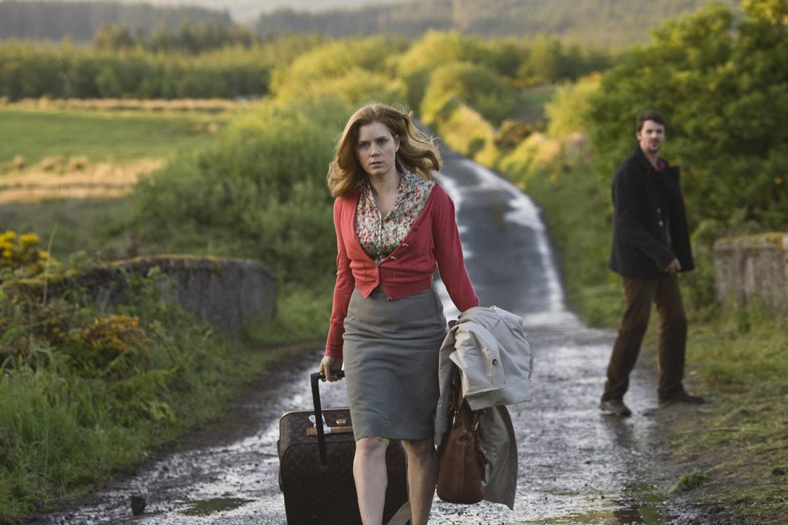 irland woman and girl to men film