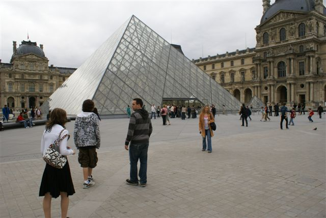 [outside+the+Louvre]