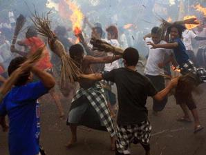 Hasil gambar untuk perang api lombok