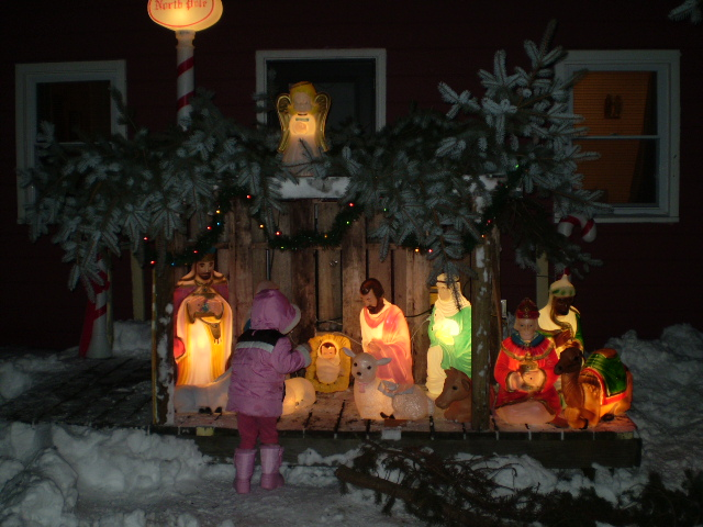 Our Family: Outdoor Nativity Scene!