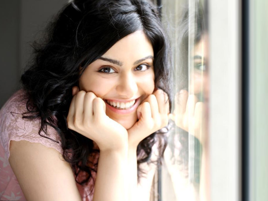 Beautyfull Girls Adah Sharma Wallpapers And Pictures