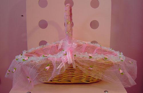 jpeg, 10] Cesta decorada com tule rosa, flores e fita de cetim rosa