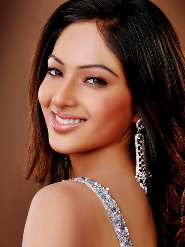 sexy-model-nikesha-patel