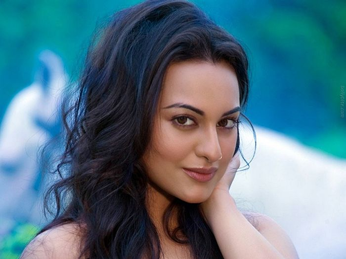 Pleasing Beauty  Sonakshi Sinha Gallery gallery pictures