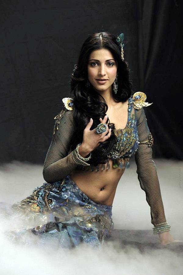 nuzzledsentence: Shruti Hassan AOD Movie Cleavage Show