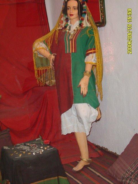 عادات تونس التقليدية من متحف جربة Vetements-traditionnel%2B(9)