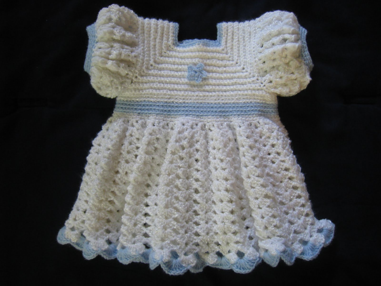 My creativity: A Ruffled Crocheted Baby Dress