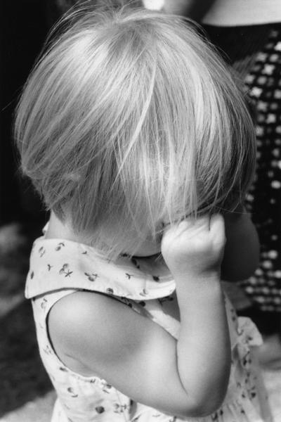 سأقف معك حين يظن الجميع بأنك سيئ  سأقول بأنك تخصنِي بكل سيئاتك ...مدونتي - صفحة 10 Little-girl-crying%5B1%5D