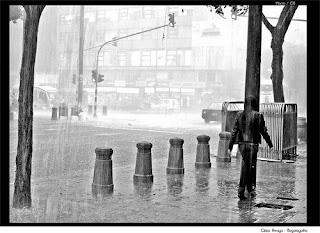 Llueve en Bogotá - César Arroyo