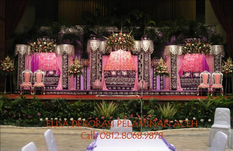 ... contoh foto pelaminan Aceh dari Elisa Dekorasi yang dikirim ke gw