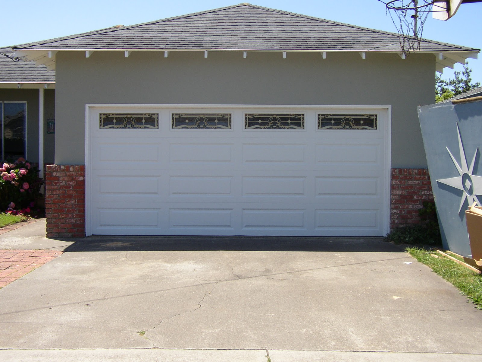 Tucker Garage Door Repair, 3469 Lawrenceville Hwy, Tucker, GA 30084, Phone:  404 566 5285, Contact Person: Vince,