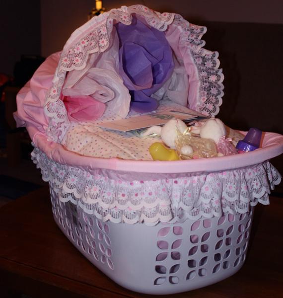 Como decorar una canasta para baby shower - Imagui