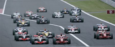 [Clic para agrandar - Lewis Hamilton antes de hacer su macana en Japón - automOndo]