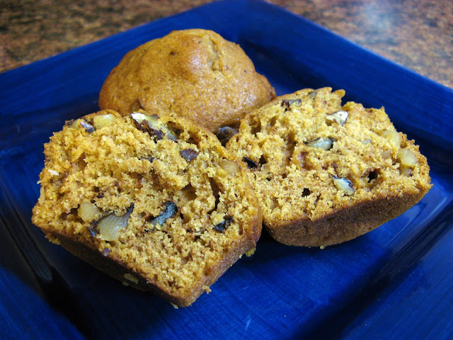 The Well-Fed Newlyweds: Pumpkin Ginger Nut Muffins