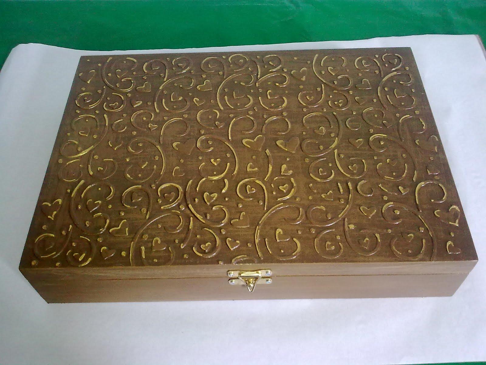Caixa em mdf com 50 divisões textura de madeira com relevos diversos  #036C45 1600x1200