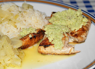 Avocado-Lachs an Reis und Orangen-Fenchelgemüse