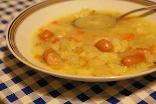 Gemüse-Kartoffel-Suppe mit Würstchen