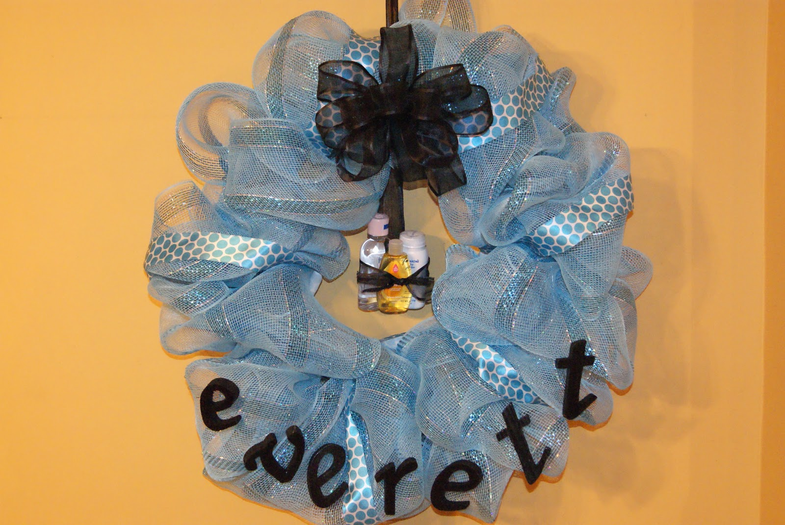 Geo Mesh Wreath Ideas http://theritzywreath.blogspot.com/2010/11/baby-showerhospital-door-wreaths.html