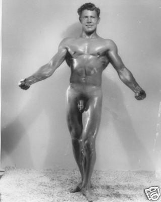 [unk-joeweber-muscular-nude-studio.JPG]