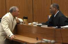 Special prosecutor Robert Zaytoun(l) confers with Judge Orlando Hudson at Nifong hearing