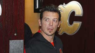 Theoren Fleury makes his return to the Saddledome