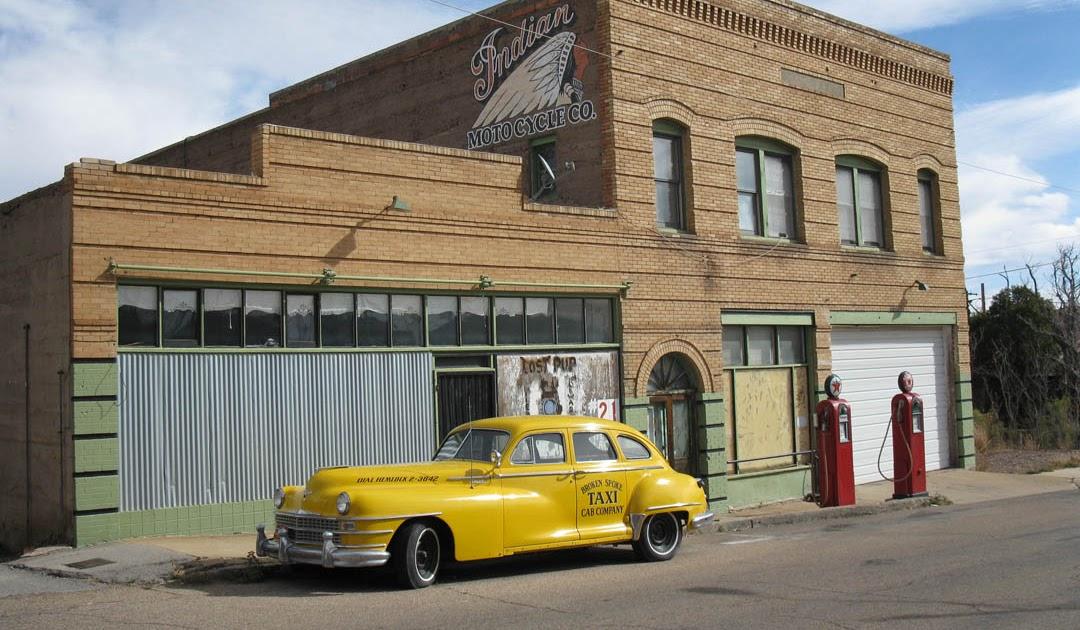 Eccentric Roadside Pump And Circumstance Bisbee Arizonas Indian - Bisbee car show
