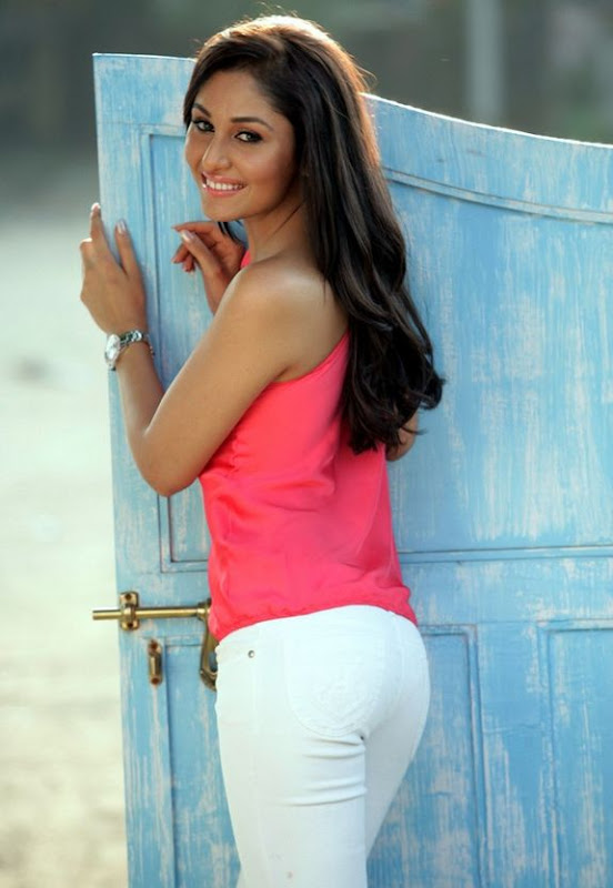 Pooja Chopra Biography and Latest Hot Gallery gallery pictures