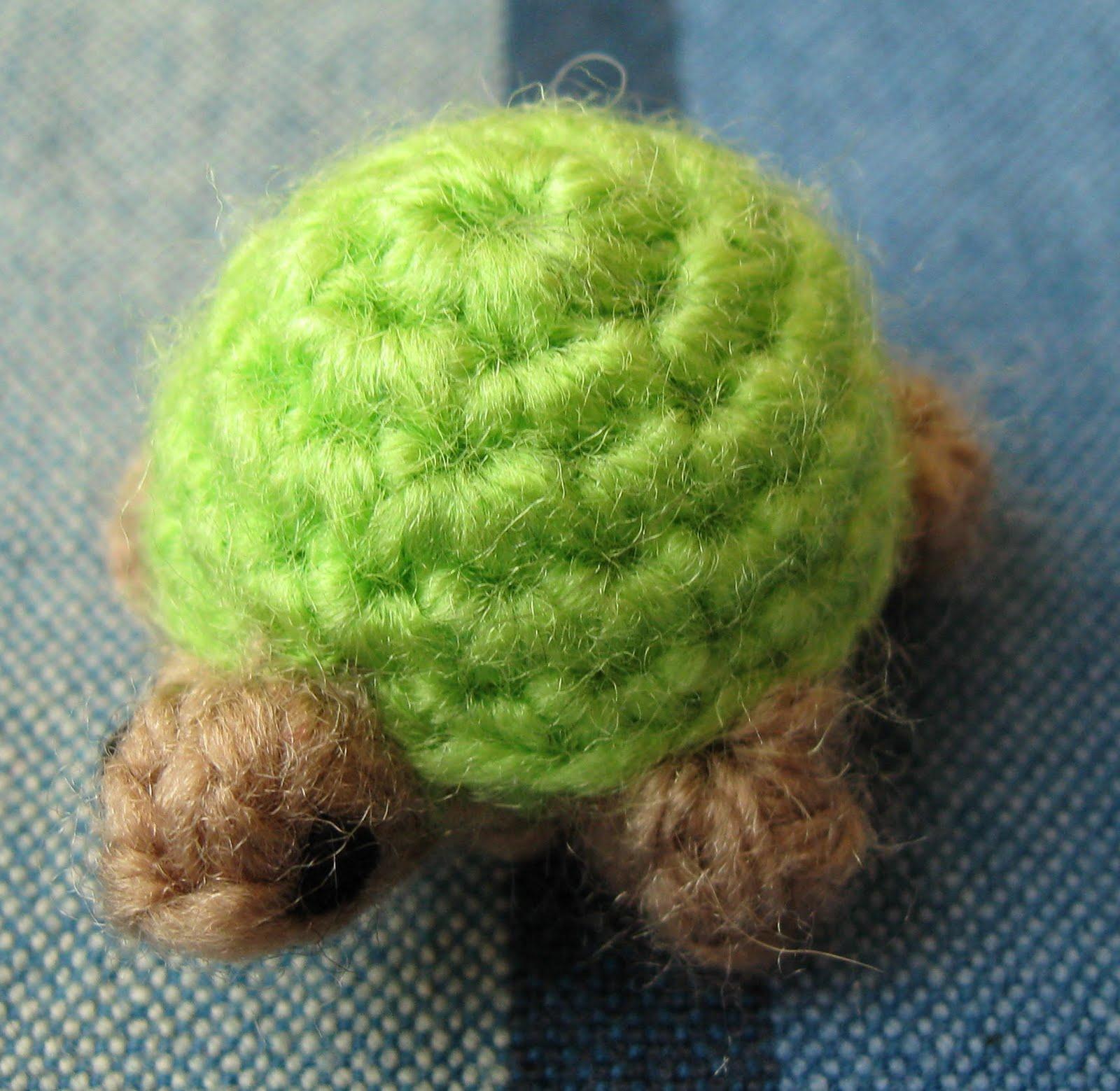 Free Crochet Pattern Turtle : LucyRavenscar - Crochet Creatures: Bazaar Patterns: Teeny ...