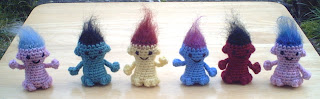 mini fuzzy-haired troll – free crochet pattern