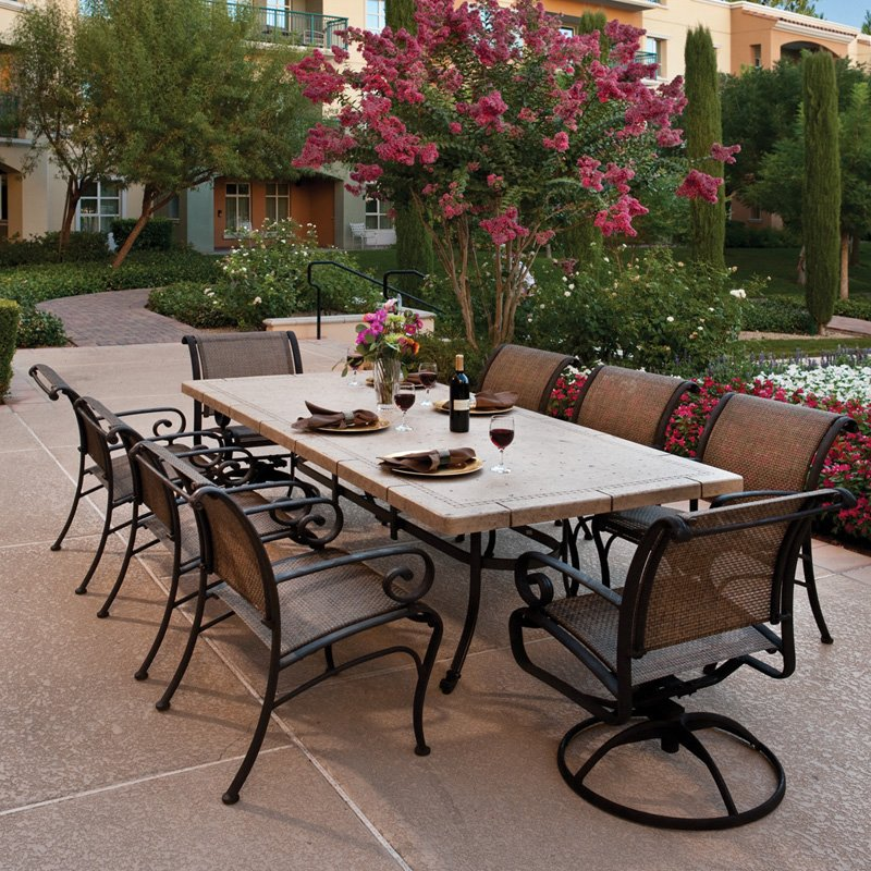Modern living room furniture winston pont royale outdoor for Outdoor dining room sets