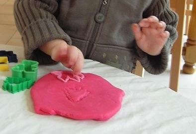 pâte à modeler avec emporte pièces
