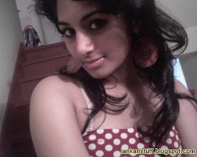 Her father is Dinesh Priyasad who is a movie director. Dinakshi