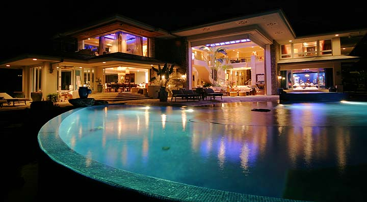 Funny car the most beautiful and luxury pool house for Stunning houses pictures