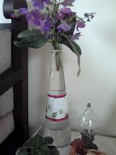 Uma garrafa que virou um vasinho.