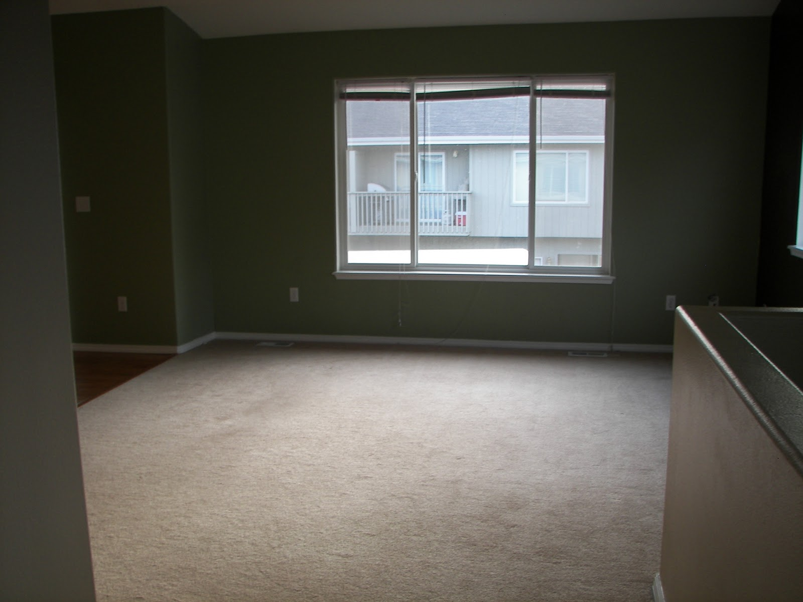 House designs school empty living room for Empty bedroom ideas
