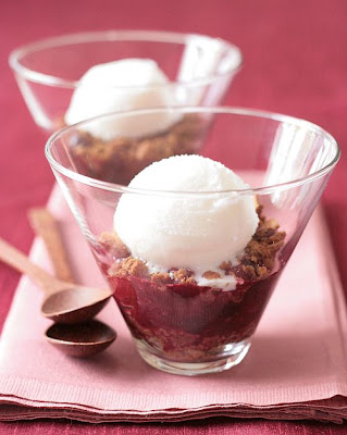 Berry Crumble-Copyright©Tartelette 2008
