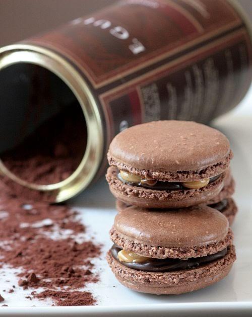 Tartelette: Snickers Macarons