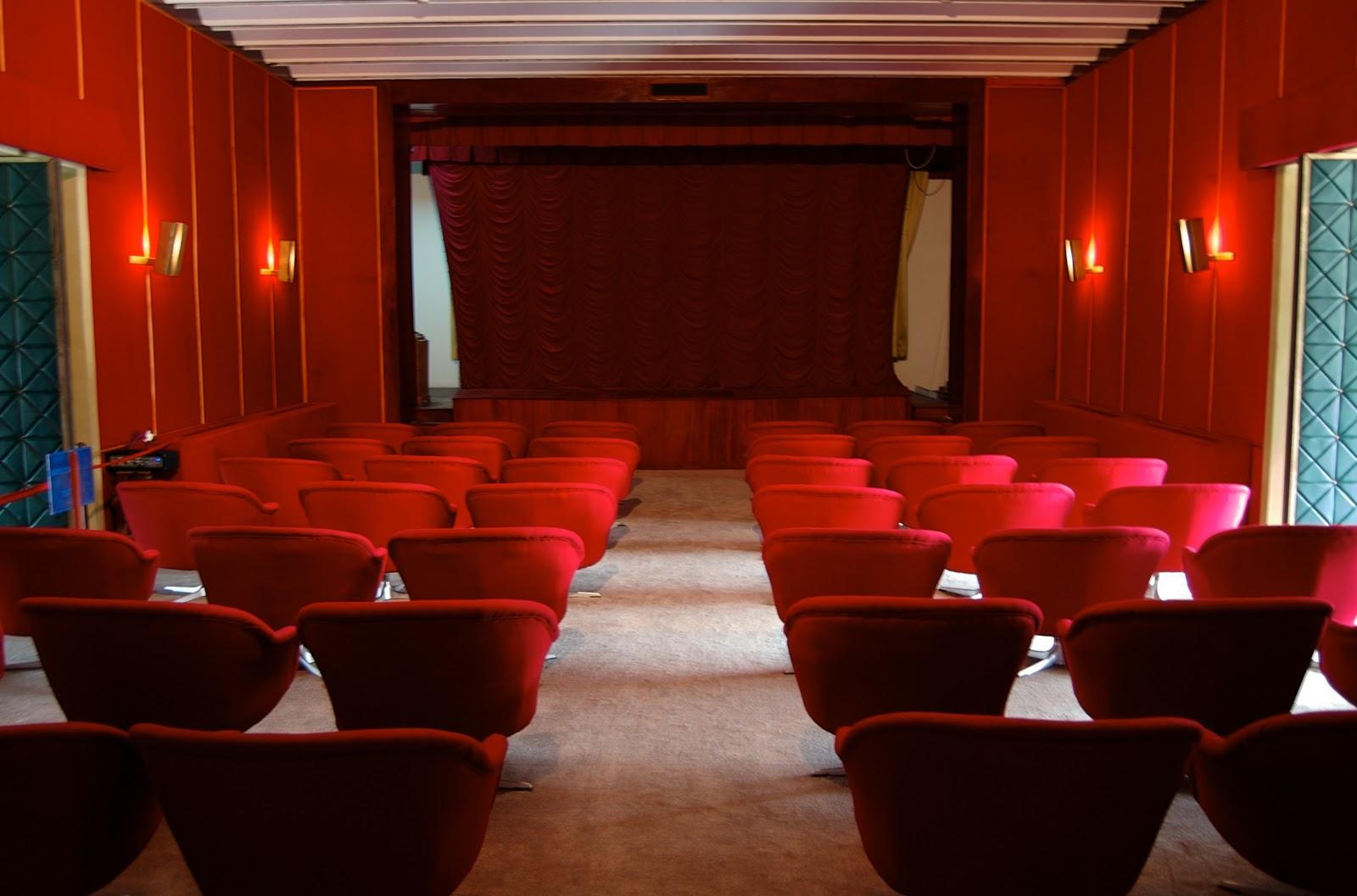 http://4.bp.blogspot.com/_ofOwkvFFhY4/TKTz2xZP4tI/AAAAAAAABmM/pGjn2mfrDr4/s1600/movie%2Btheater.jpg