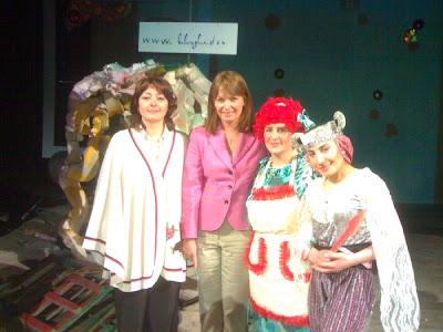 ჭიათურის აკაკი წერეთლის სახელობის სახელმწიფო თეატრი Nana+tsereteli,+Sandra+Rulvsi,+bebia+da+Wkapuna