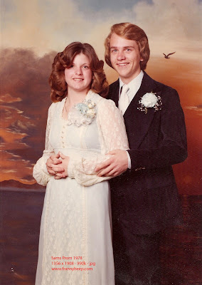 It&-39-s a Dog&-39-s Life: Prom 1978 style