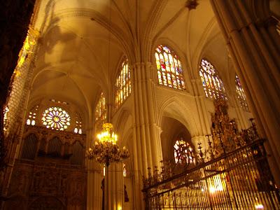 L`ESPAGNE – MOEURS ET PAYSAGES - avec les traditions catholiques de ce pays Catedral_de_Toledo_Interior