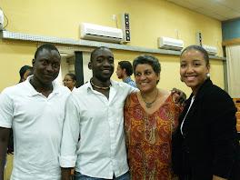 Isabel com alguns africanos