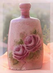 Rose dipinte sulla bottiglia